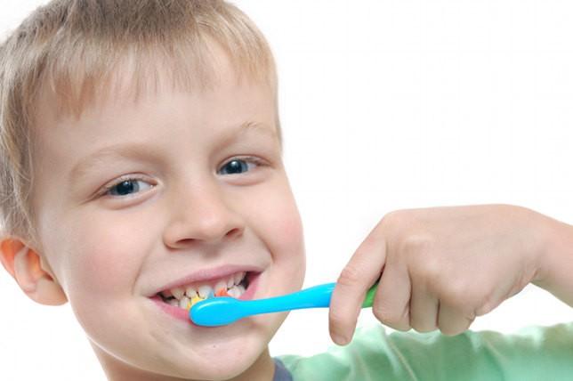 Próchnica zębów mlecznych jest chorobą. Jest to poważny problem, który nie powinien być lekceważony ponieważ od stanu zębów mlecznych zależy późniejszy wygląd zębów stałych.