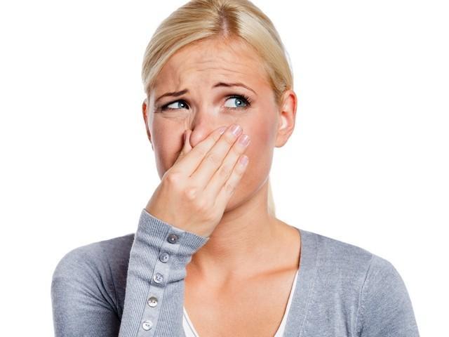 Nieprzyjemny zapach z pochwy zawsze ma jakieś podłoże chorobowe, kiedy zauważymy u siebie jego wystąpowanie powinniśmy skonsultować się z ginekologiem.