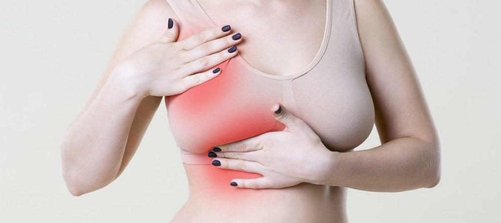 Gdy zaobserwujemy u siebie symptomy świadczące o połogowym zapaleniu piersi, powinniśmy nie zwlekać z wizytą u lekarza. Niedoleczone zapalenie sutka może nieść ze sobą komplikacje