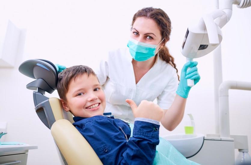 Stłoczenie zębów u dzieci może skutkować różnego rodzaju dysfunkcjami. Należy do nich oddychanie przez usta, które może doprowadzić do zwiększenia intensywności wady i powodować inne wady.